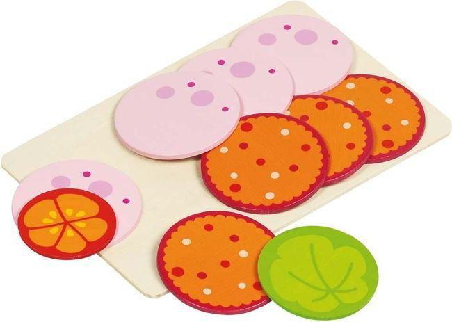 Wędlina na desce - jedzenie na kanapki