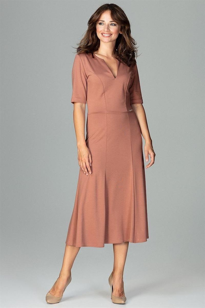 Sukienka midi z lekko rozkloszowanym dołem z ciekawie wyciętym dekoltem