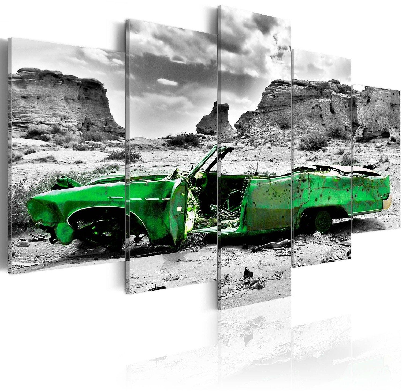 Obraz - zielony samochód w stylu retro na pustyni kolorado