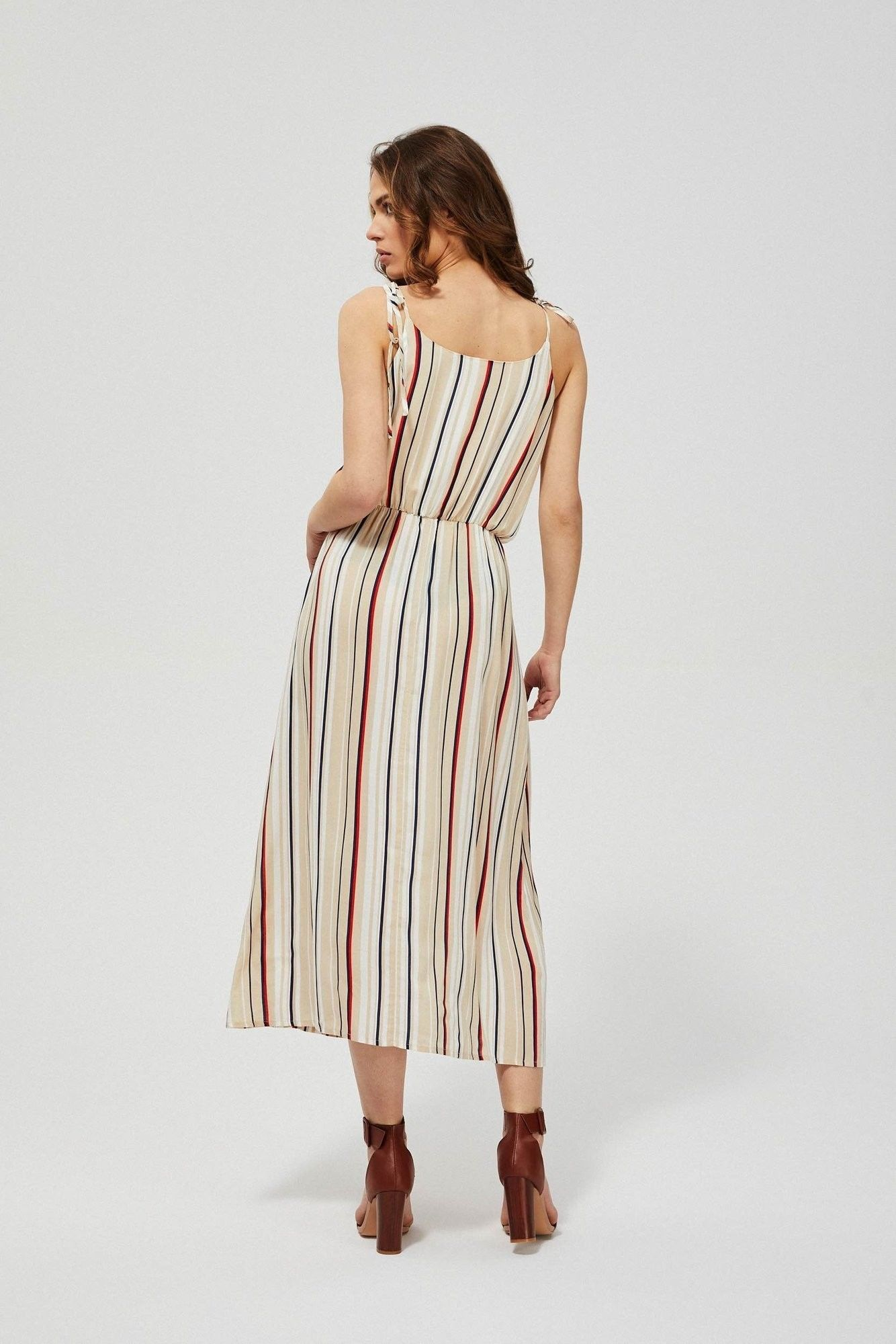 Sukienka z gumą w talii