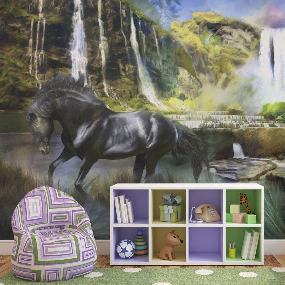 Fototapeta - koń na tle błekitnego wodospadu