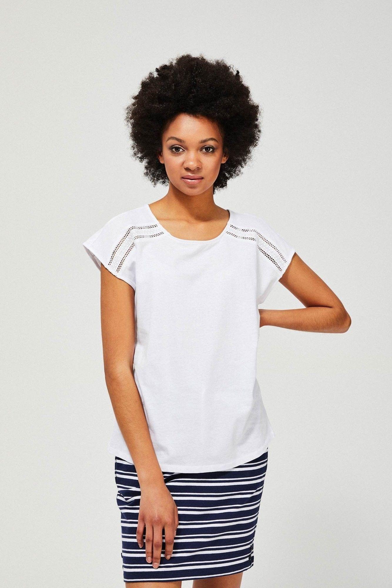 T-shirt z ażurowym zdobieniem