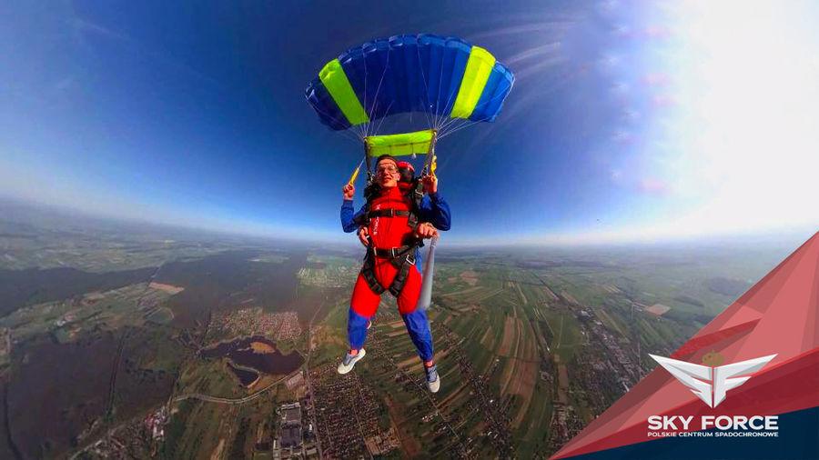Skok ze spadochronem z wideorejestracją - Łódź -SKOK Z WOJSKOWEGO DESANTOWCA I