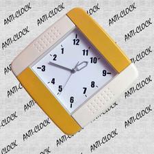 Anty-zegar ścienny kolorowy kwadrat