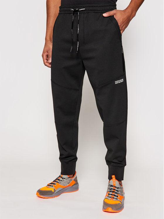 Calvin Klein Jeans Spodnie dresowe J30J317371 Czarny Relaxed Fit