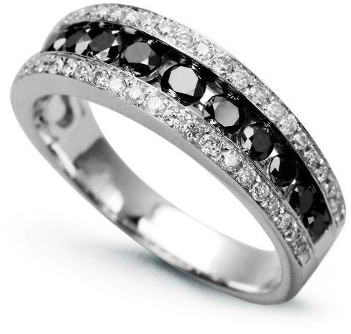 Staviori pierścionek. 36 diamentów, szlif brylantowy, masa 0,30 ct., barwa h, czystość i1. 12 diamentów, kolor czarny, szlif brylantowy, masa 0,46 ct.. białe złoto 0,585. szerokość 6 mm.