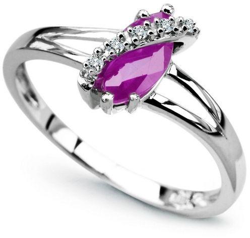 Staviori pierścionek. 5 diamentów, szlif brylantowy, masa 0,03 ct., barwa h, czystość i1. 1 ametyst, masa 0,80 ct.. białe złoto 0,585. średnica korony ok. 5x10 mm.