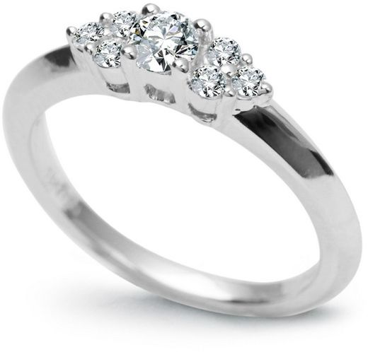 Staviori pierścionek. 1 diament, szlif brylantowy, masa 0,20 ct., barwa g, czystość si1. 6 diamentów, szlif brylantowy, masa 0,15 ct., barwa g-h, czystość si1. białe złoto 0,750. korona 3,95-1,9 mm. wysokość 4,8 mm.