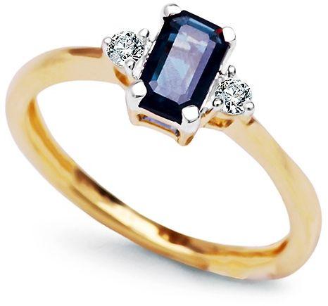 Staviori pierścionek. 2 diamenty, szlif brylantowy, masa 0,06 ct., barwa g, czystość i1. 1 szafir, masa 0,60 ct.. żółte złoto 0,585. korona 6,3x4,6 mm.