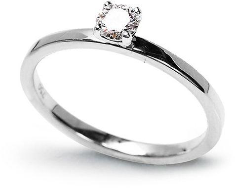 Staviori pierścionek. 1 diament, szlif brylantowy, masa 0,20 ct., barwa g, czystość si1. białe złoto 0,585. szerokość obrączki ok. 1,5 mm. grubość 1,2 mm. wysokość 4,5 mm.