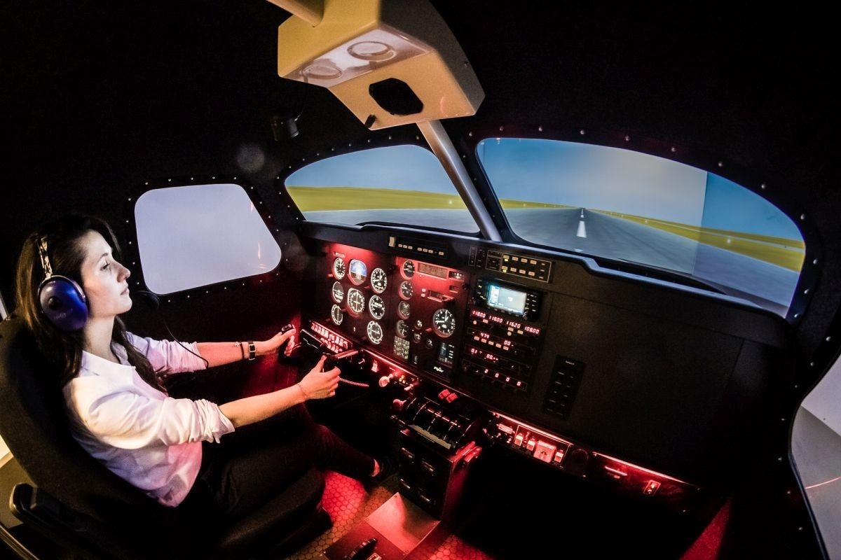 Lot zapoznawczy w symulatorze lotu  Świdnik
