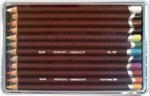 Zestaw Kredek Derwent ColourSoft 12 kolorów (Metalbox)