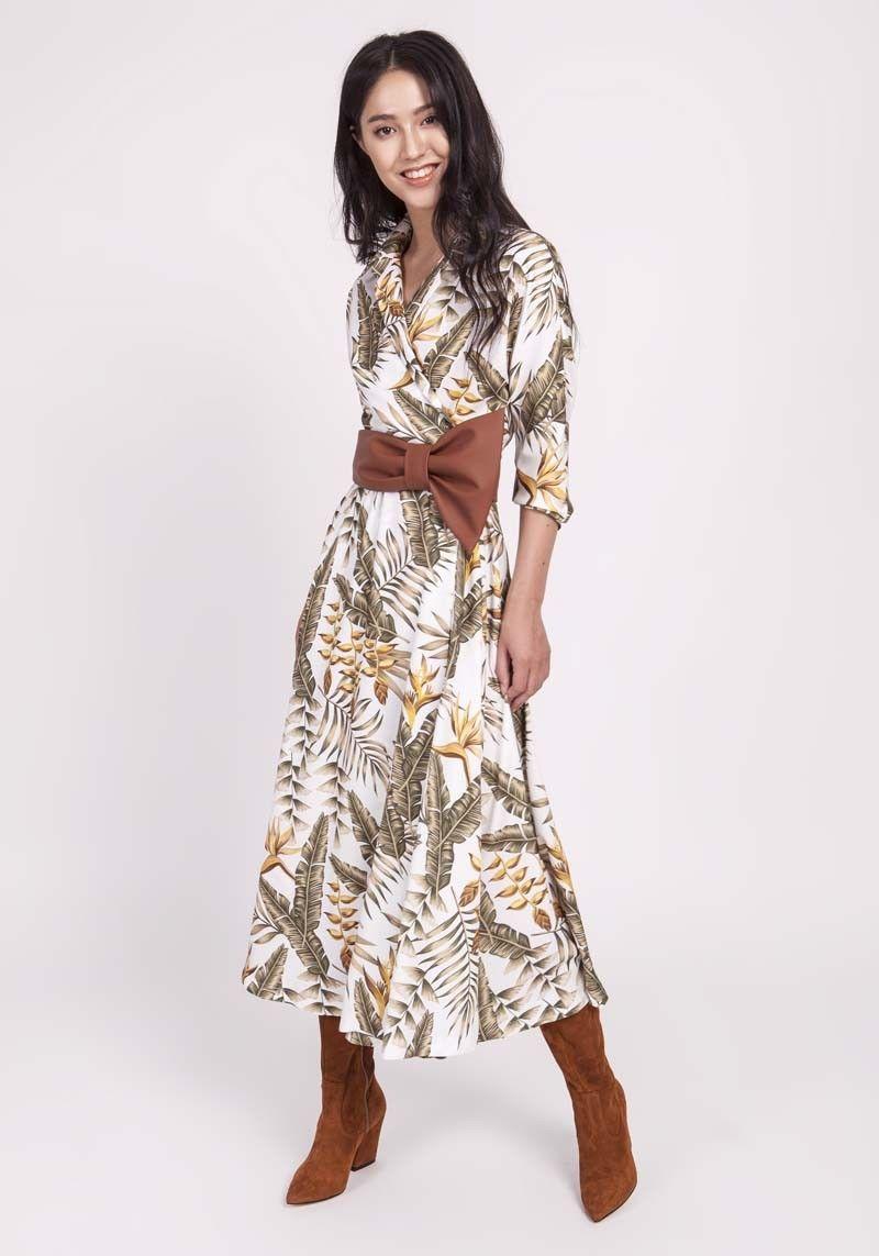 Ecru rozkloszowana sukienka z kopertowym dekoltem w liście