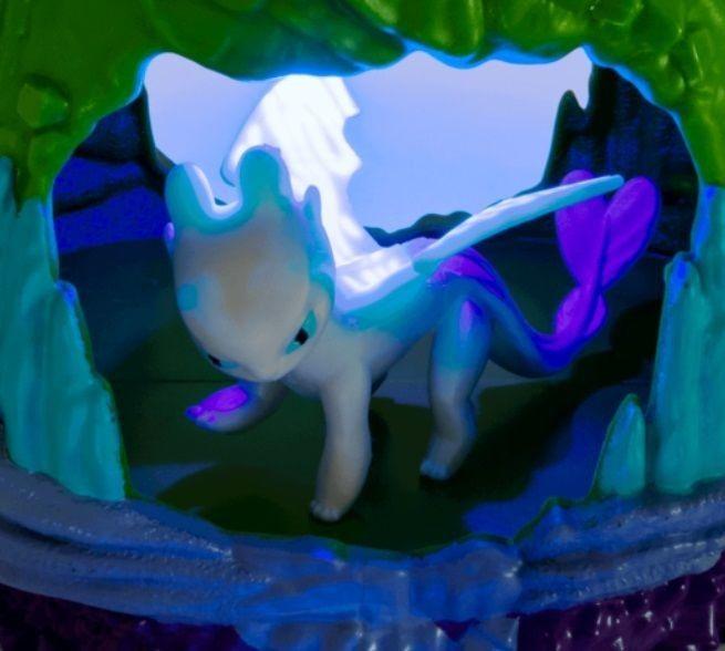 Spin Master Dragon Jak wytresować smoka - Zestaw Ukryty Świat Smocza Jaskinia ze światłem + figurka smoka Biała Furia 20103616