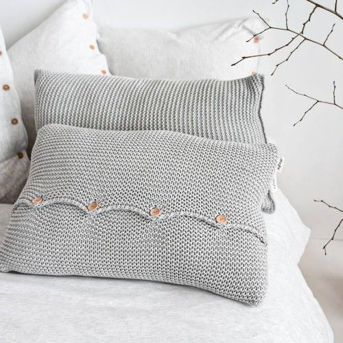 Poduszka z guzikami szara