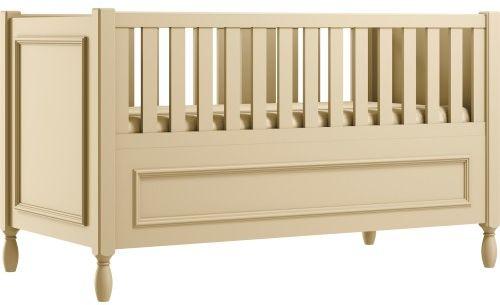 Kremowe eleganckie łóżeczko dziecięce z ozdobnymi nóżkami i frezowaną ramką