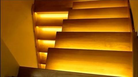 8 schodów - zestaw do oświetlenia schodów szerokość oświetlenia 45 cm
