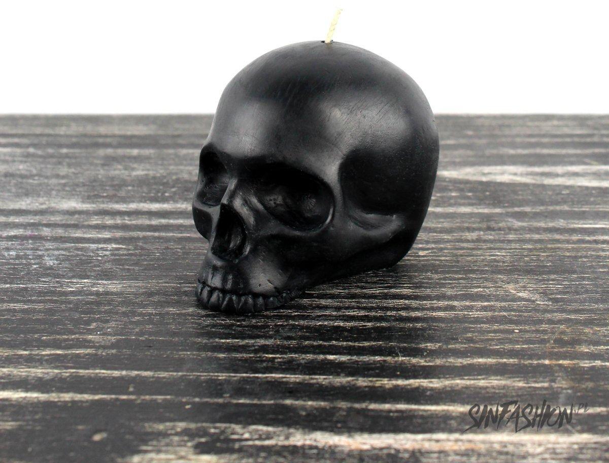 Świeca the blackened teeth half jaw skull