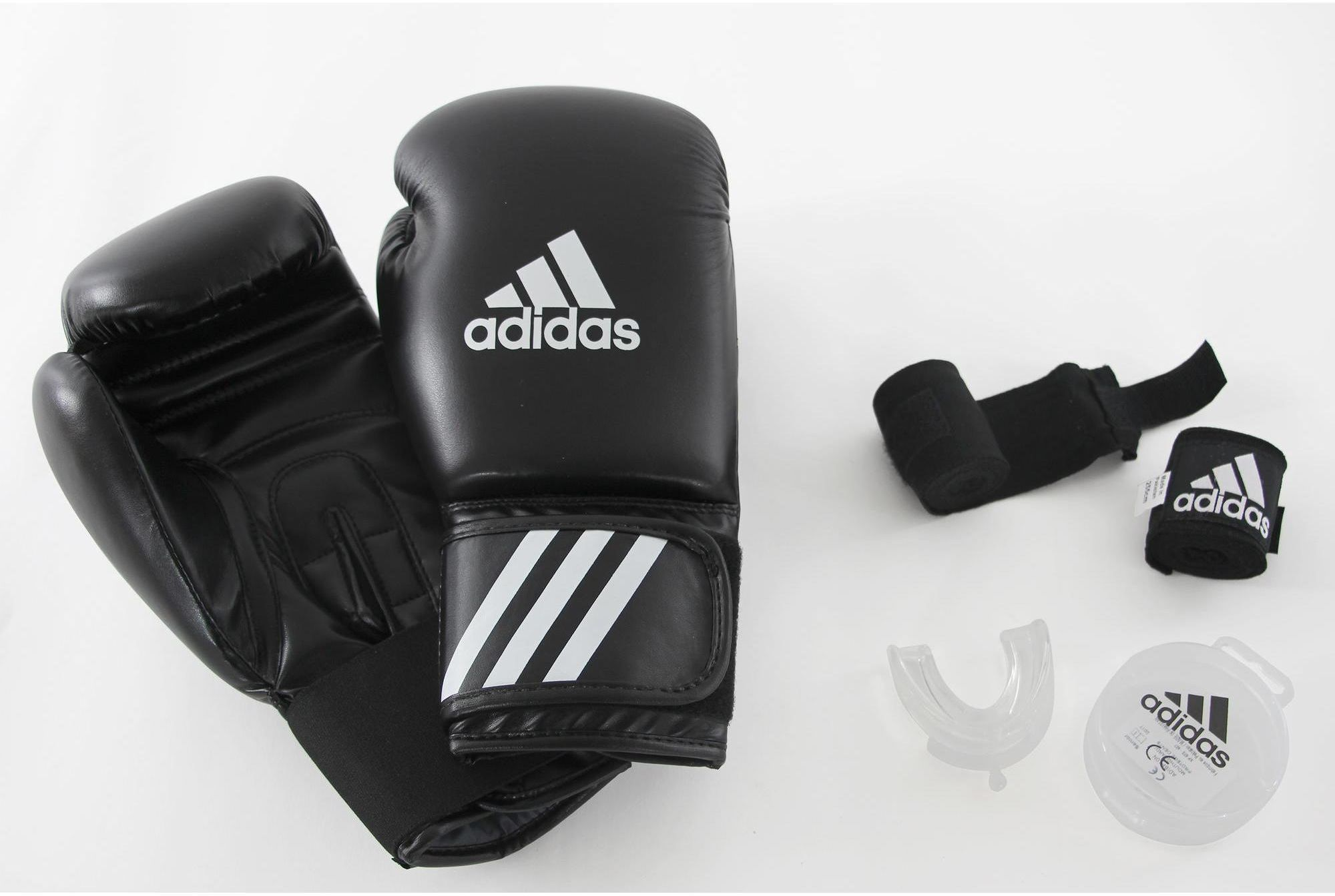 Zestaw bokserski dla początkującego: rękawice, bandaże, ochraniacz na zęby