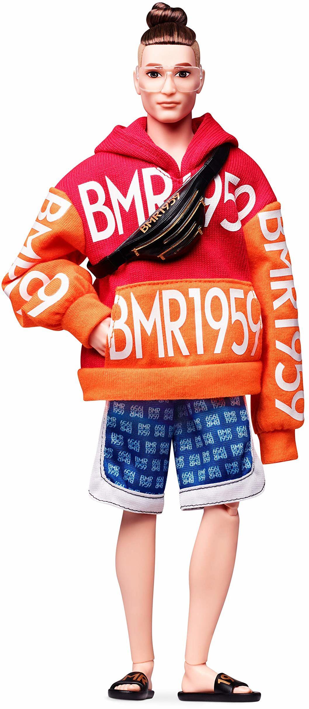 Barbie GHT93 BMR1959 Ken Streetwear Signature ruchoma lalka z kokiem, kapturem i szortami, w zestawie akcesoria i stojak dla lalek