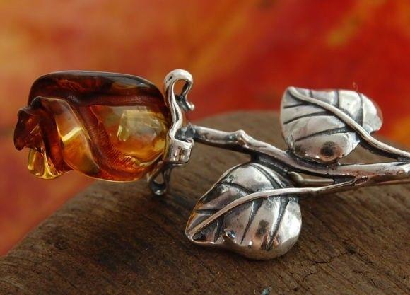 Bursztynowa róża - broszka srebrna brosza 925