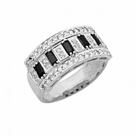 Bogato zdobiony złoty pierścionek z białego złota