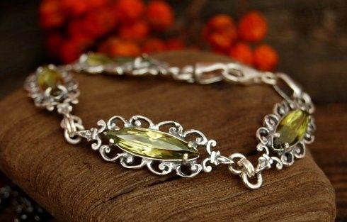 Bosu - srebrna bransoletka z oliwinem