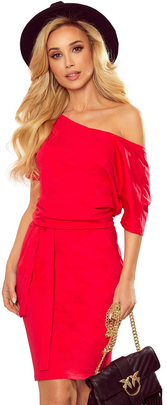 Nowoczesna prosta sukienka z szerokim dekoltem - czerwona