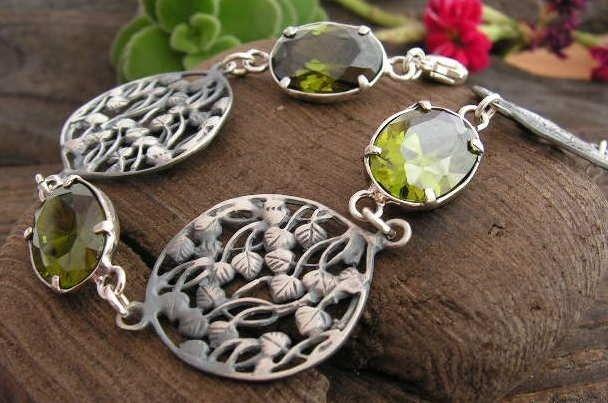 Ostunia - srebrna bransoletka z oliwinem