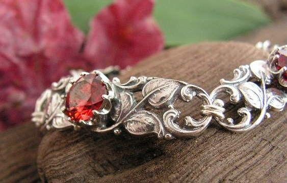 Cesarma - srebrna bransoletka z rubinem