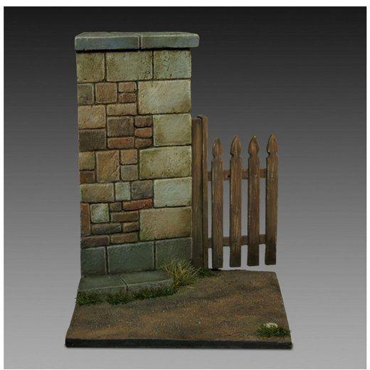 Baza z murem i drewnianą furtką Royal Model 1/35