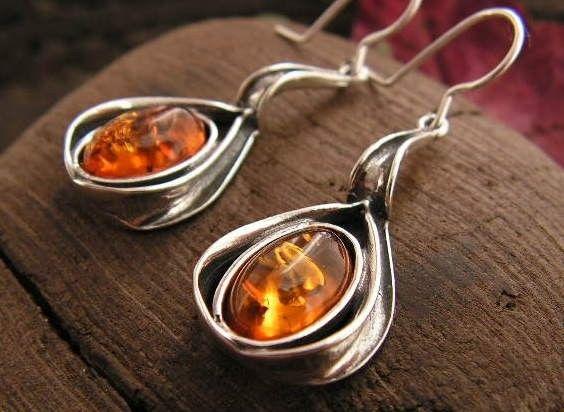 Iskra - srebrne kolczyki z bursztynem