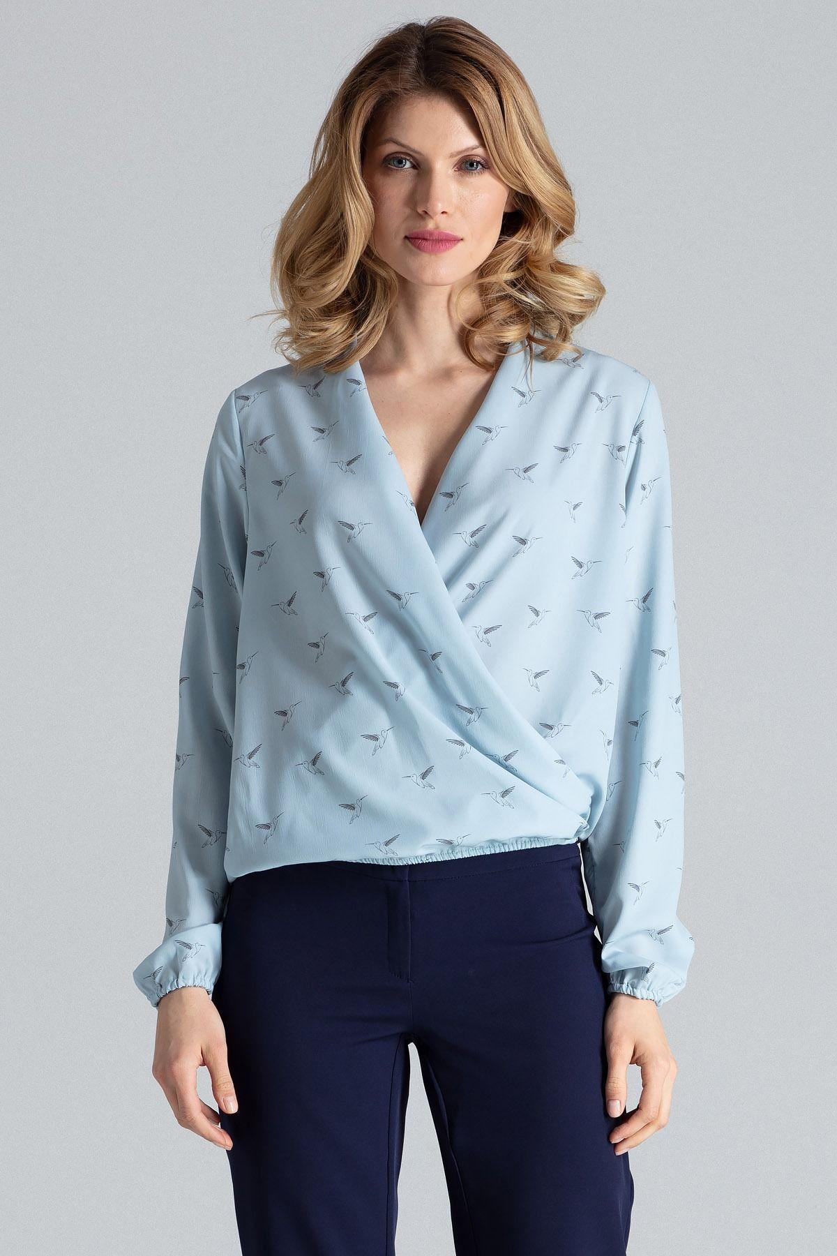 Niebieska wzorzysta lekka bluzka z kopertowym założeniem z długim rękawem