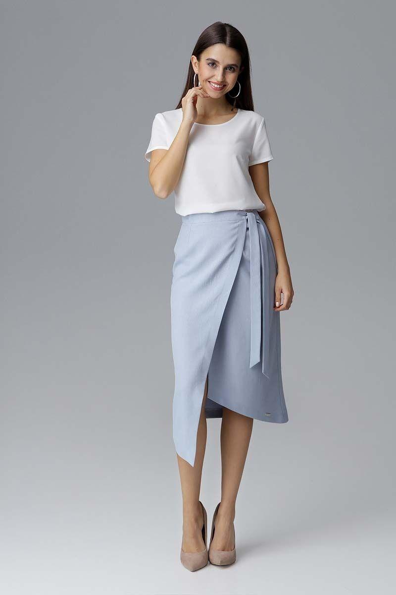 Błękitna asymetryczna zakładana kopertowo spódnica z wiązaniem
