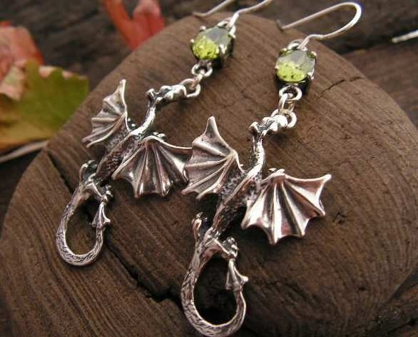 Dragon - srebrne kolczyki smok z oliwinem