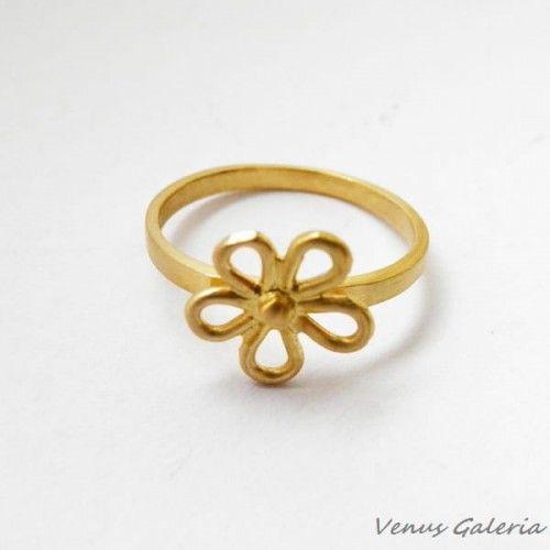 Pierścionek srebrny pozłacany- Ażurowy kwiatuszek