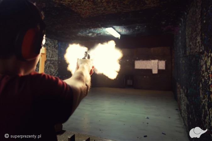 Strzelanie z rewolweru Magnum w Białymstoku