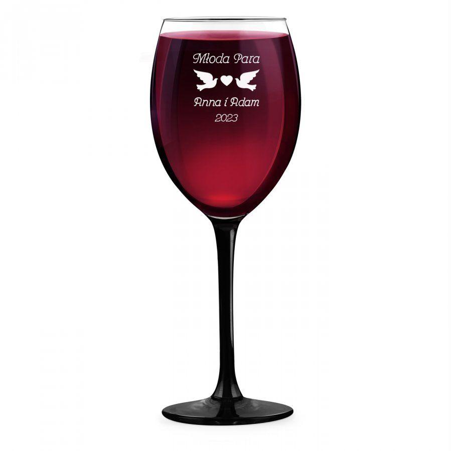 Kieliszek grawerowany do wina z czarną nóżką onyx dla młodej pary na