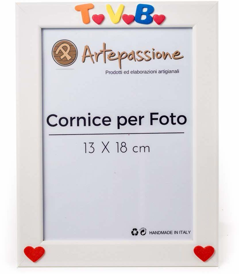 Drewniana ramka na zdjęcia z napisem Tvb i sercami, biała, 13 x 18 cm