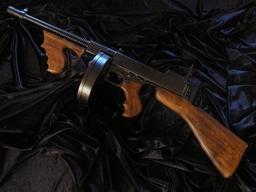 OSŁAWIONY GANGSTERSKI THOMPSON M1928 TOMMY GUN -AL CAPONE- replika karabinu (1092)