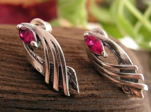 Tavira - srebrne kolczyki z rubinem