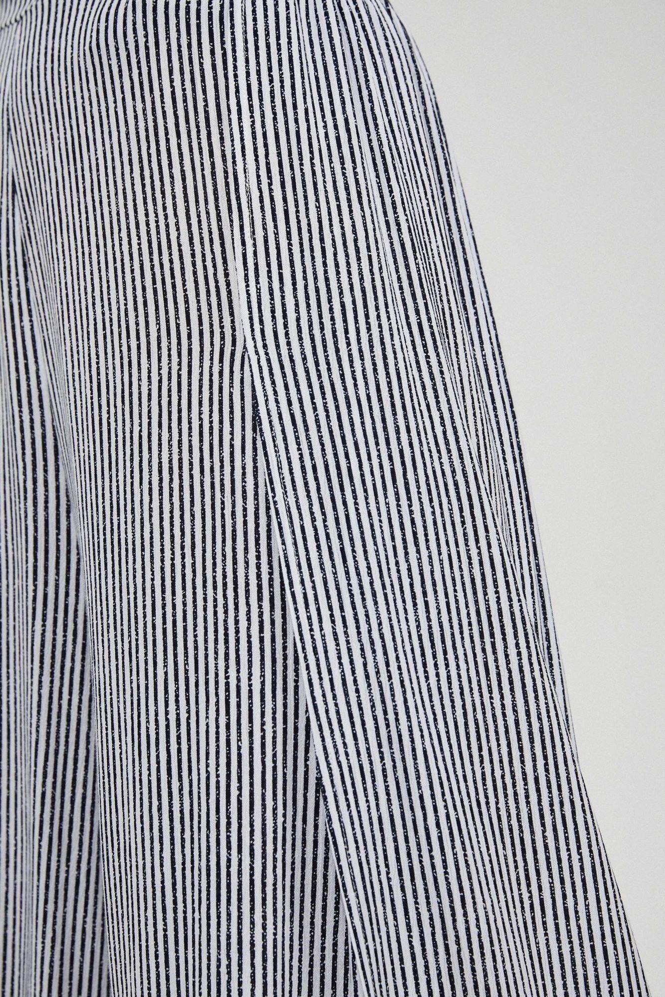 Szerokie spodnie z rozcięciami