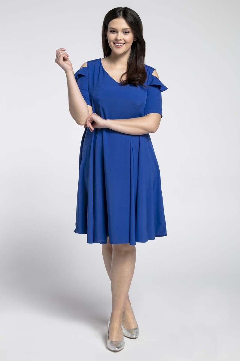 Niebieska kobieca rozkloszowana sukienka z wycięciem na ramieniu plus size