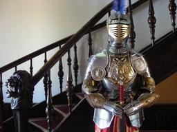 GRAWEROWANA ZBROJA Z XVI W. Z WIZERUNKIEM GORGONY zbroja rycerska (701)