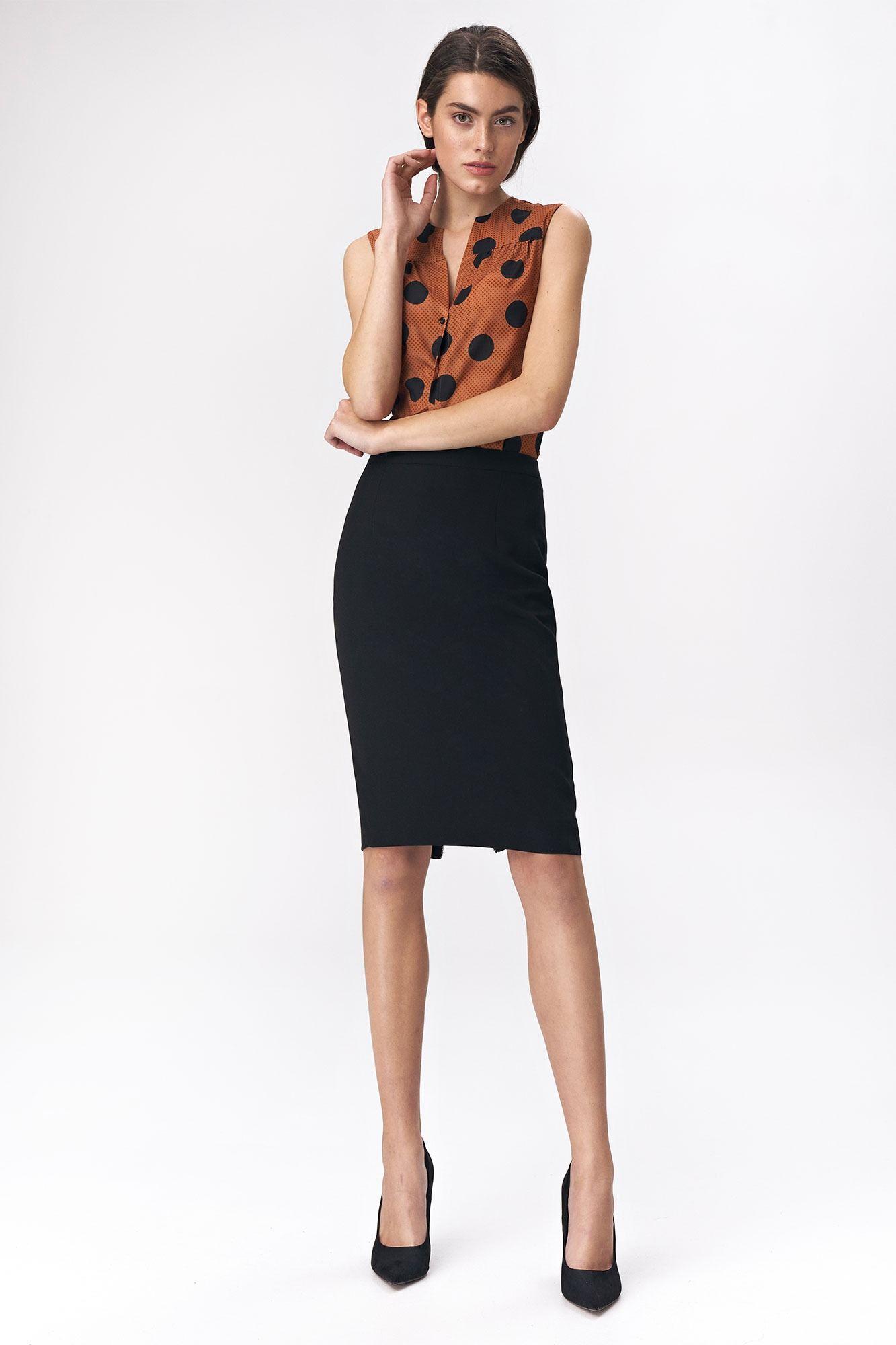 Czarna ołówkowa spódnica z ozdobnym suwakiem