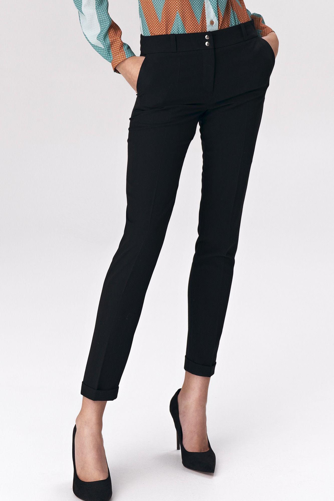 Czarne stylowe spodnie w kant zapinane na napy