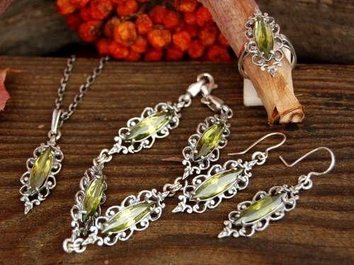 Bosu - srebrny komplet z oliwinem