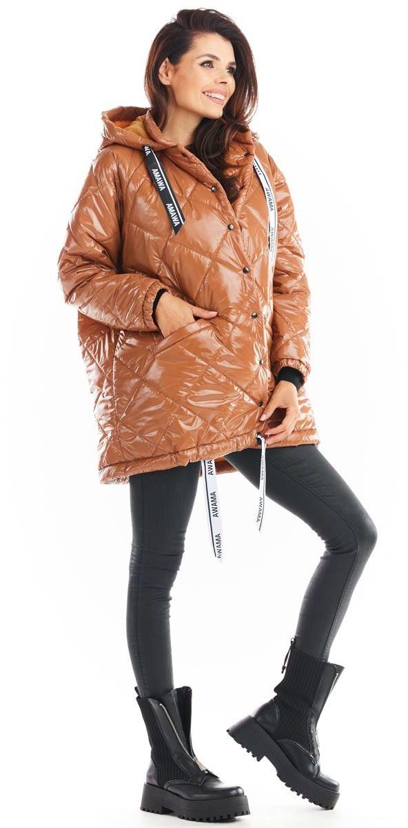 Lakierowana kurtka pikowana z kapturem - beżowa