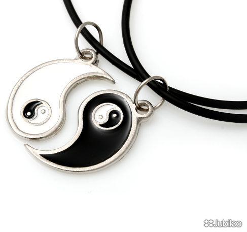 YIN-YANG DLA DWOJGA koła kolor czarny kolor biały symbole chińskie kauczuk dla dwojga (aj479)