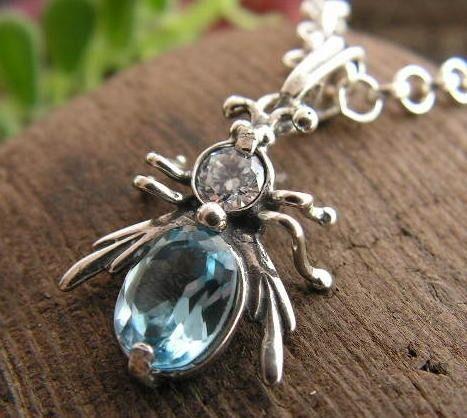 Owadowo - srebrny wisiorek z akwamarynem